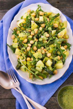 giroVegando in cucina: Insalata di patate, asparagi e ceci con pesto di erba cipollina