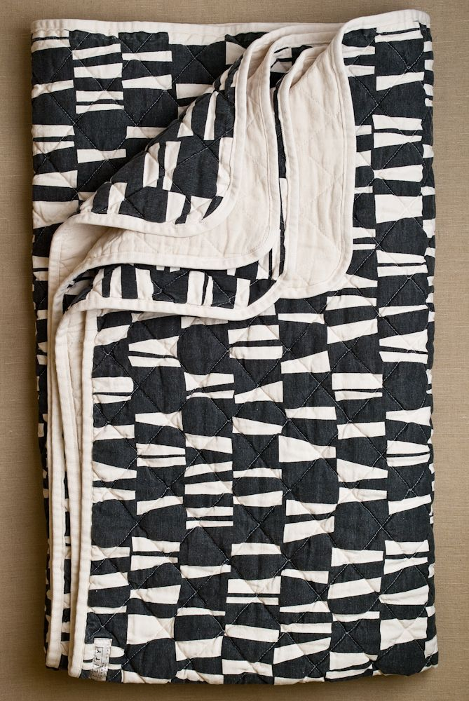 quilted throw.: Black And White Modern Fabrics, Quilts Throw, Purl Soho, Black White, White Quilts, Throw Utility, Modern Home, Utility Canvas, Modern Quilts
