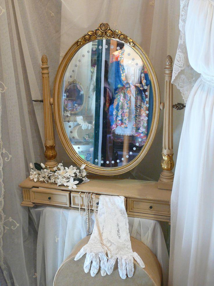 Todo lo que necesitas para una boda preciosa #walkingfashiontours  @vivesbarcelona