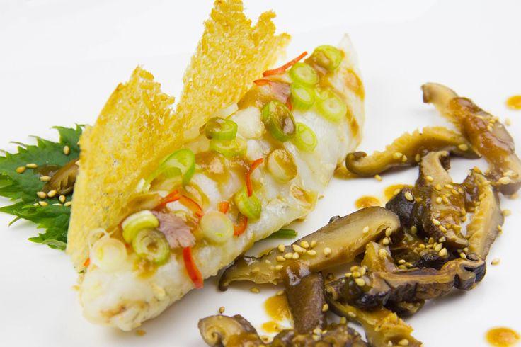 Lotte au gingembre, shitakés et sauce teriyaki ananas, chips de riz (recette basse température)