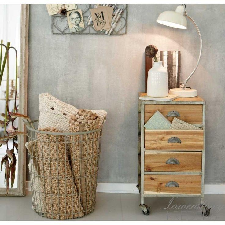 Szafka na kółkach w stylu skandynawskim marki Hubsch. Więcej na http://lawendowykredens.pl/pl/134-meble-hubsch