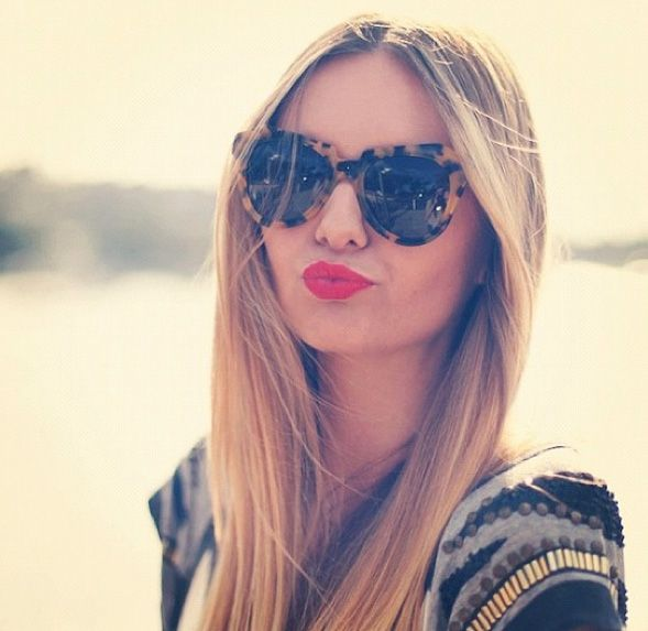 Red lips + oversized sunnies