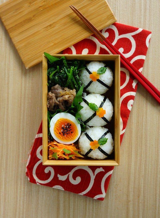 R journal: 丸丸おにぎり弁当・Japanese riceball bento