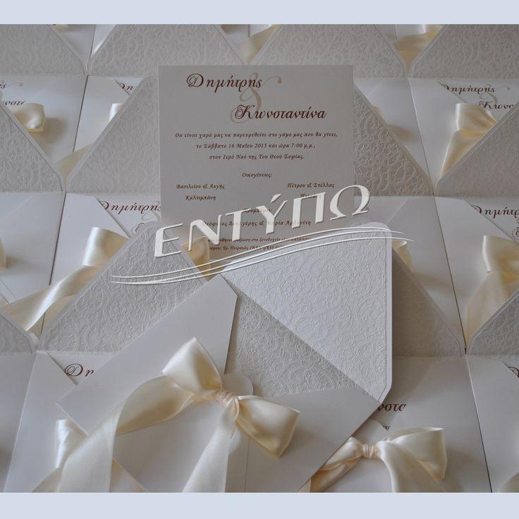 Προσκλητήριο γάμου τετράγωνο 19χ19 με περλέ χαρτί με εσωτερική επένδυση χαρτί με ανάγλυφη δαντέλα δεμένο με κορδέλα σατέν διπλής όψης χρώμα εκρού....