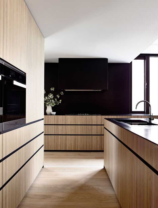 The use of black in this kitchen has created a sophisticated and masculine feel. I'm loving the blended rangehood and no overheads.  ws_241114_07 » CONTEMPORIST
