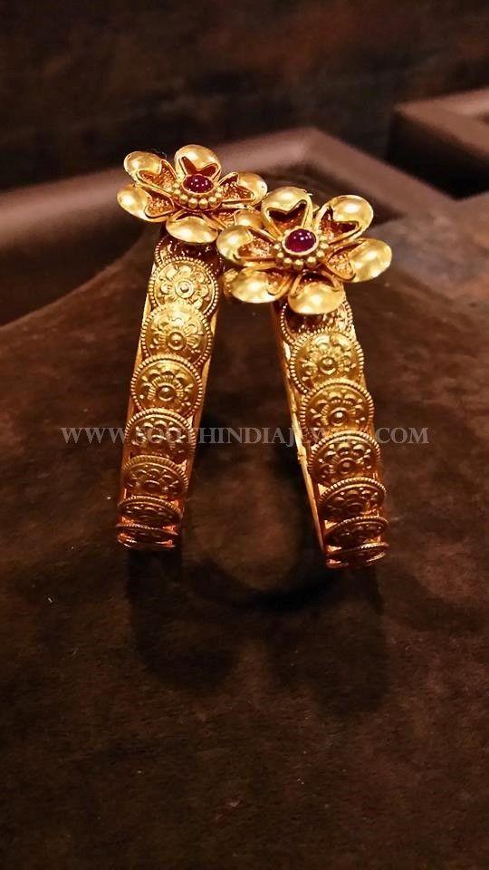 Gold Coin Bangle Designs, Gold Antique Kasu Bangle Collections.