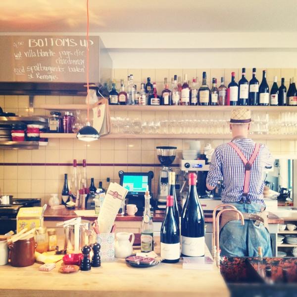 Worst Wijncafé on a lazy Sunday mornin'. © Marjan Ippel