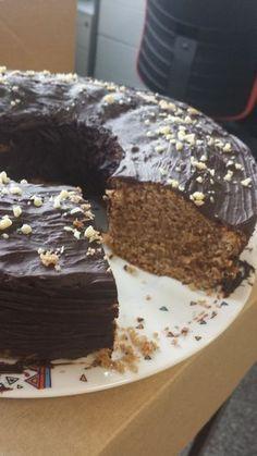 Gewürzkuchen ist, wenn Schokolade und Lebkuchengewürz sich zu einem Kuchen vereinen. Gewürzkuchen eignet sich ideal, um sich auf die schöne Advents- und...