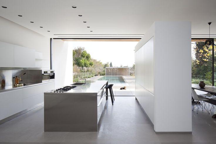 Kfar Shmaryahu House / Pitsou Kedem Architects