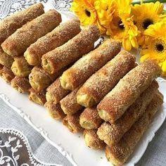 Çin Böreği Malzemeleri: 4 adet yufka İç malzemeleri; 500 gram pırasa (ince ince doğranmış) 2 adet kabak (rendelenmiş ve suyu sıkılmış) 2 adet havuç (rendelenmiş) 1 ade