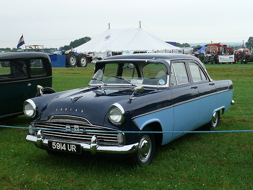 Vintage Car - Ford Zodiac [5914 UR] 110804 Pickering