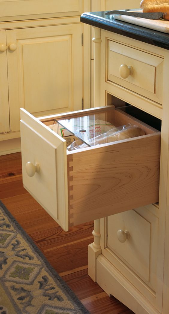 A bread drawer. Really?!? I could hug this person... The Best of inerior design in 2017.