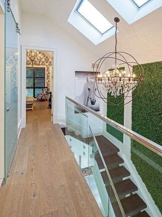 Wand begrünnen Treppe Holz Dachfenster Laminatboden
