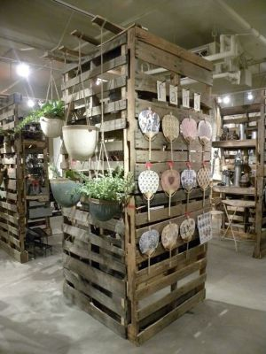 freestanding pallet display shelving