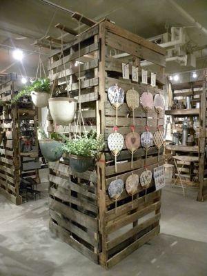 freestanding pallet display shelving