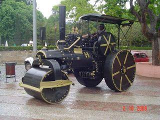 São Lourenço - MG: Trator (Rolo Compressor) da Praça - São Lourenço - MG