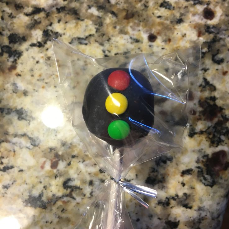 Stop light cake pops for a race car birthday party. Mini m&m lights