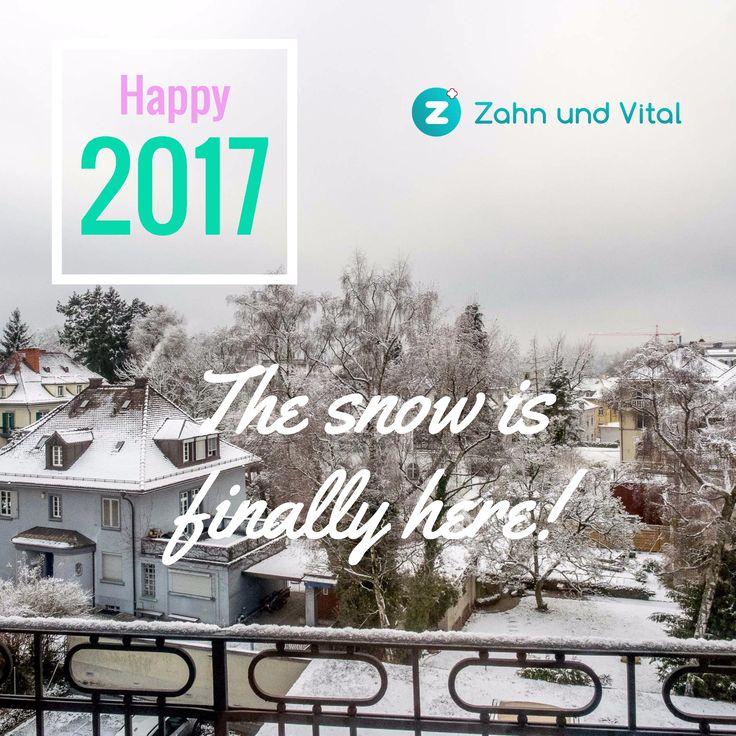 ❄️ Der erste Schnee ❄️ in Zürich '17 ⛄️ von unserem Balkon.🏡 Einen guten Rutsch🎉 und geniess es! 😃   ❄️ First snow❄️ in Zurich '17. ⛄️ from our balcony 🏡 Prosperous Year 🎉 and enjoy it!😃  #winter #snow #cityscape #balcony #switzerland #swiss #zurich #züri #zuerich #zahnarzt #dentist #zahnundvital