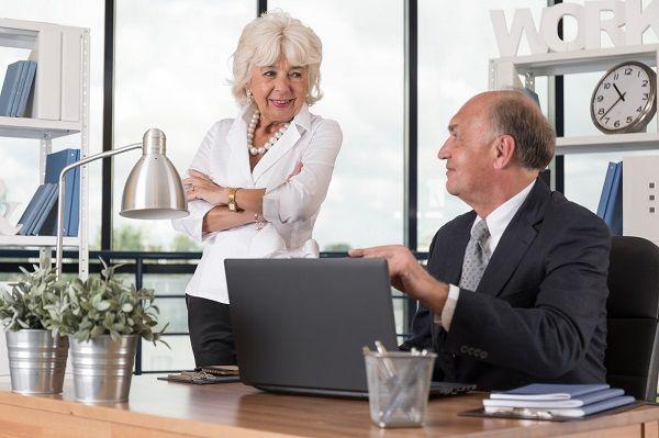 Większy udział kobiet w rynku pracy i wyższy wiek emerytalny