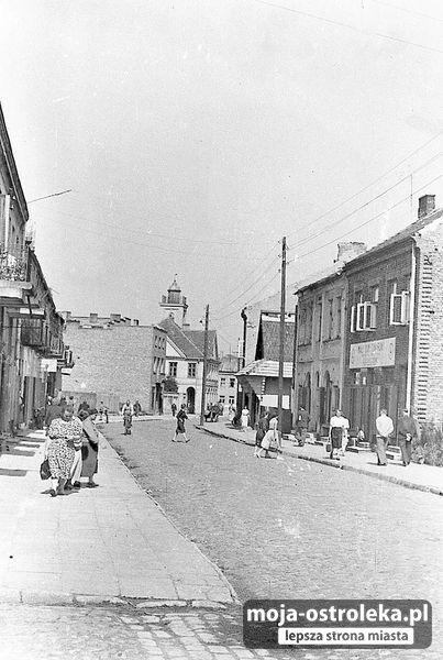 Ostrołęka w latach 50-tych (fot. czytelnik Przemysław)/007 - Galeria zdjęć - Moja Ostrołęka - lepsza strona miasta (ulica Glowackiego w 1954)