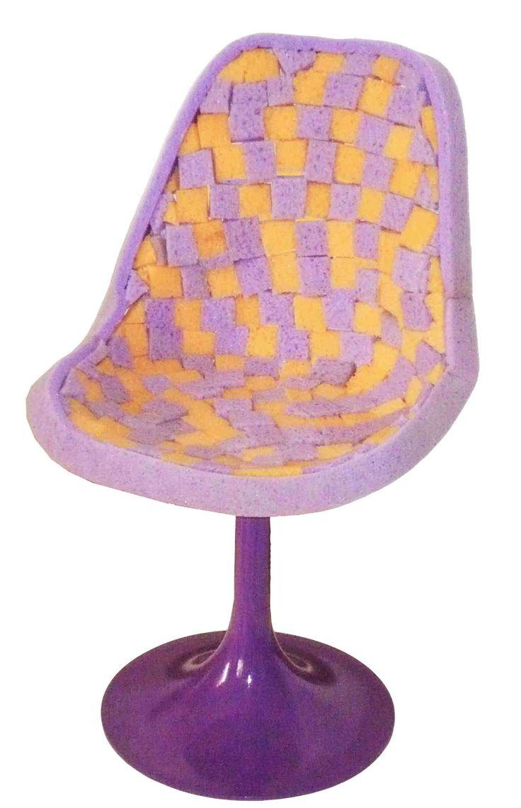 spugnetta sedia stile anni 60 rivestita con quadratini di spugne da bagno