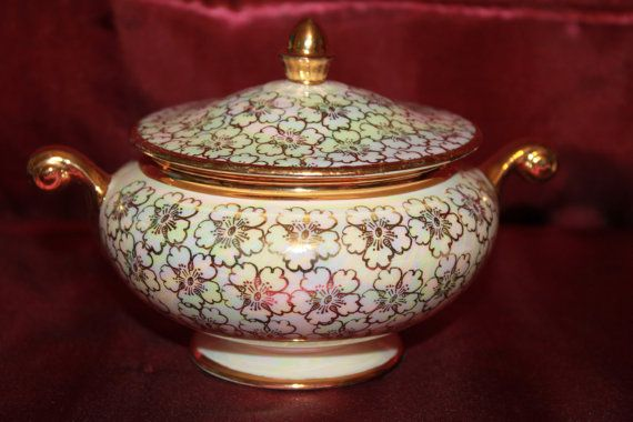 C5 Eggshell Nautilus 22 KTG Sugar Bowl With Lid Made In USA Homer Laughlin Golden Fleece Date code looks like 1948 Opalescent