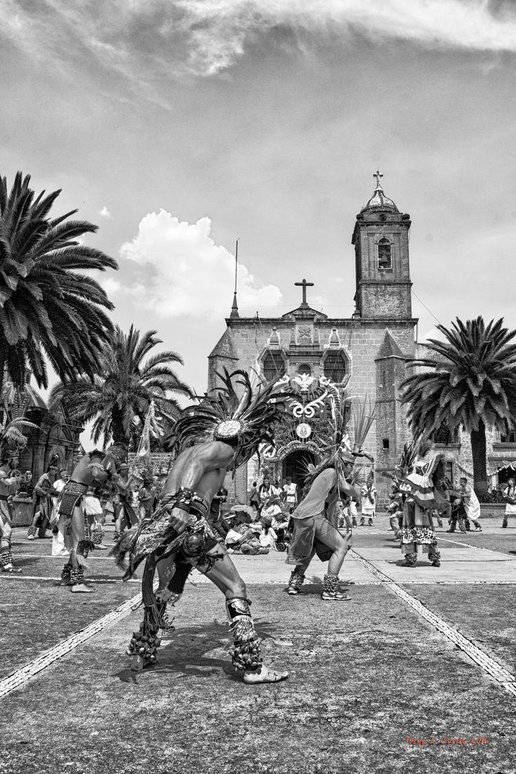 Danza prehispánica - Danza prehispánica en la basílica de Los Remedios en…