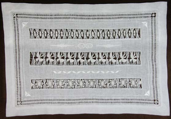 Free application in a sampler of different Drawn Thread Work patterns. Find more details on : http://fils-aiguilles-passion.blogspot.fr/2013/01/cilaos.html