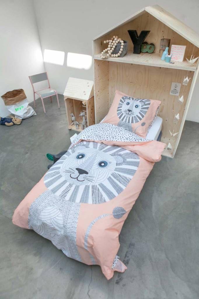 Bestel Covers en Co Dekbedovertrek Tibby  de leeuw direct op Hipdekbedovertrek.nl. Mooi perzik kleurig dekbedovertrek met print van een Leeuw.