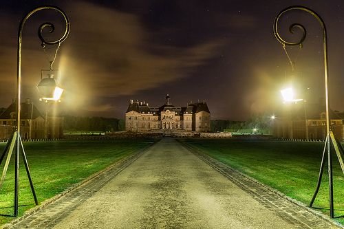 Vaux le Vicomte Castle - Built in the 17C in typical Classical architecture, this castle is one of the most prestigious to visit.