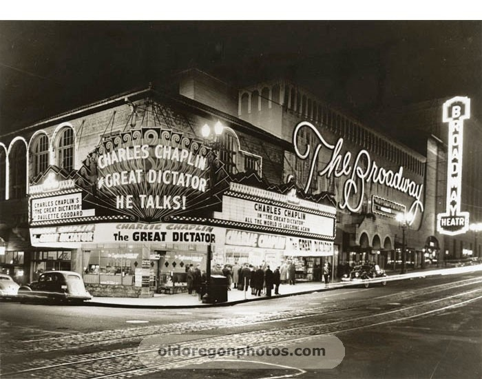 Broadway Theater, Portland, Oregon   1940. I Miss This Bright Monstrosity.