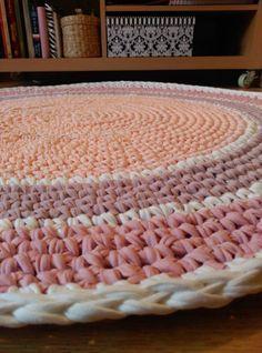 Alfombra. Totora. Trapillo. Crochet. Textil. Tejidos. Colores. Pastel. Bebés.