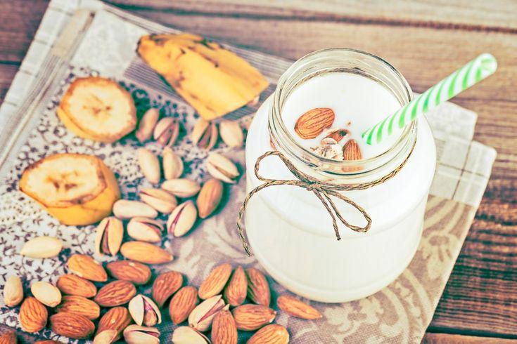 Optimisez votre entraînement avec ce smoothie aux bananes et noix. De plus, les bananes offrent antioxydants, du potassium et autres bienfaits santé.