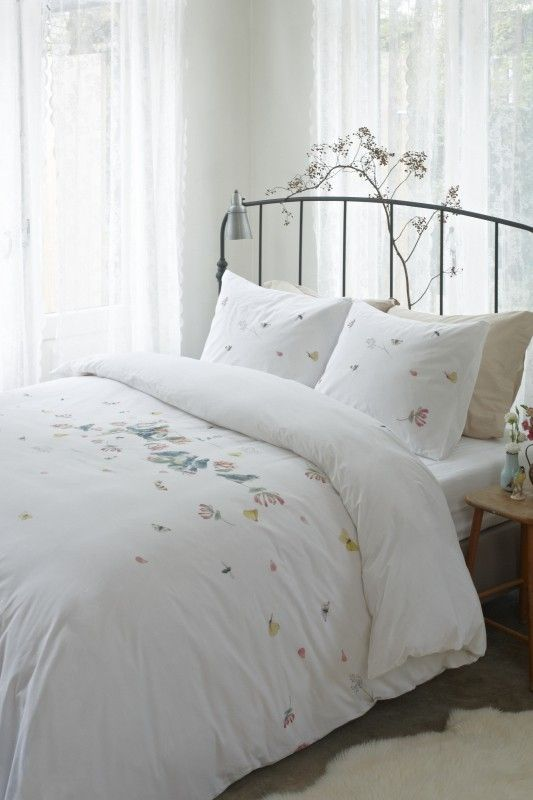 Bedding white Birds and Butterflies for your bedroom. Made in Netherlands.