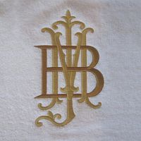 MB! http://www.themonogrammerchant.com/content.php?content_id=1008 - Monogram etiquette. Very interesting! Didn't know ladies and mens are usually different, nor that ladies married monogram includes the maiden name