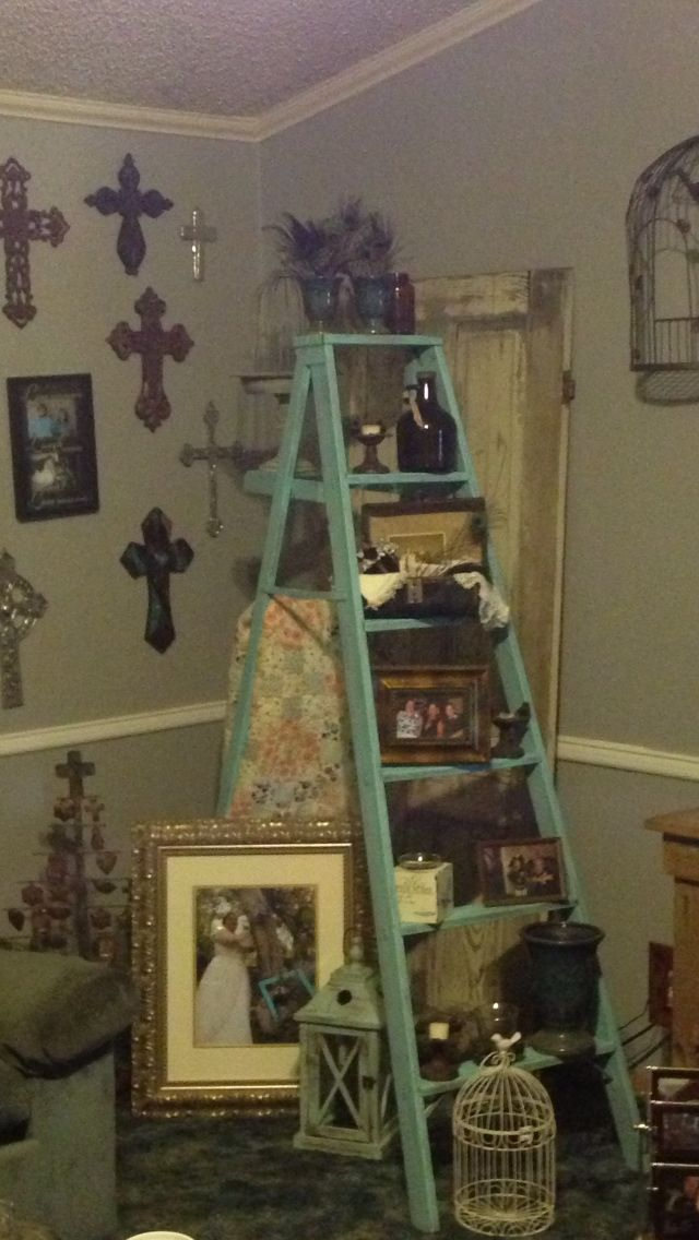 Old door old ladder decorate home decor small house for Decor ladder house