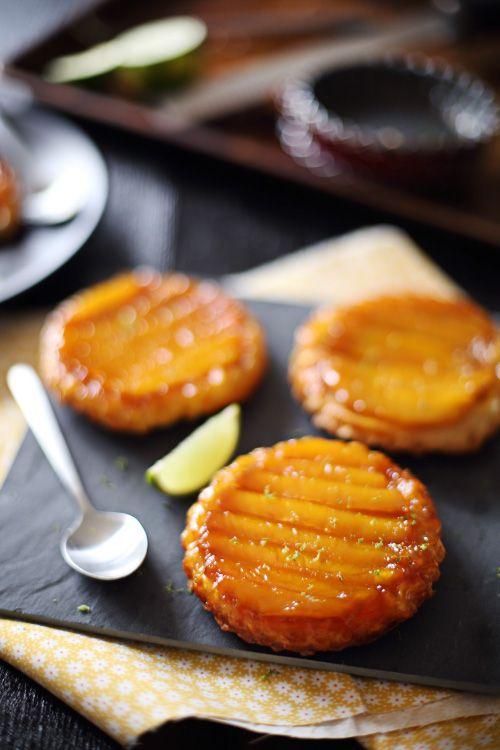 Petites tartes tatin de mangue au citron vert