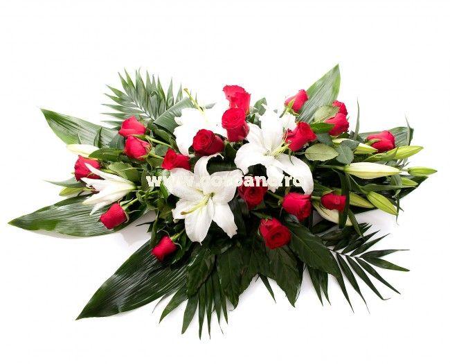 Jerba funerara eleganta crini albi si trandafiri rosii!