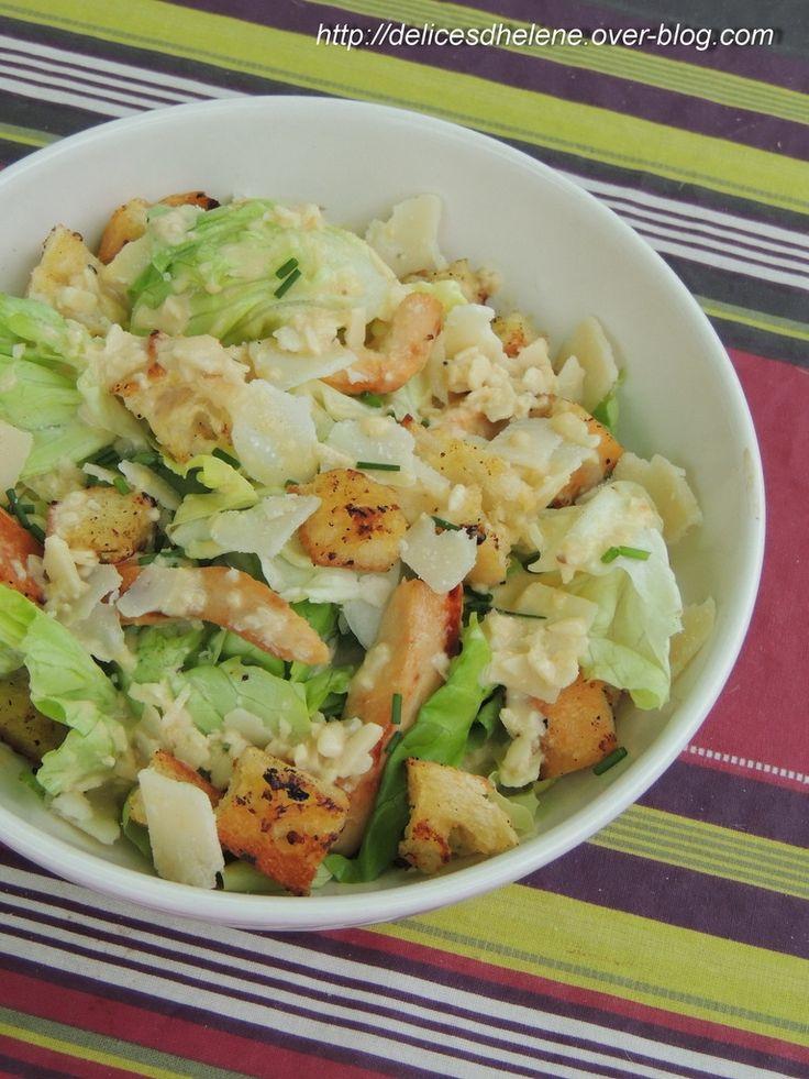 Humm la salade césar, un grand classique à redécouvrir... Pour 4 personnes 12SP/personne 1 salade romaine (ou laitue) 320g de filet de poulet 60g de copeaux de parmesan 200g de pain 15g de beurre 41 %MG 1 jaune d'oeuf 1 gousse d'ail 1 cuil. à café de...