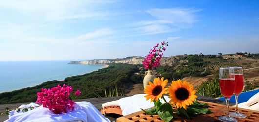 What a view at Casa d'Eraclea in south-west Sicily! It's a great villa for a summer holiday!
