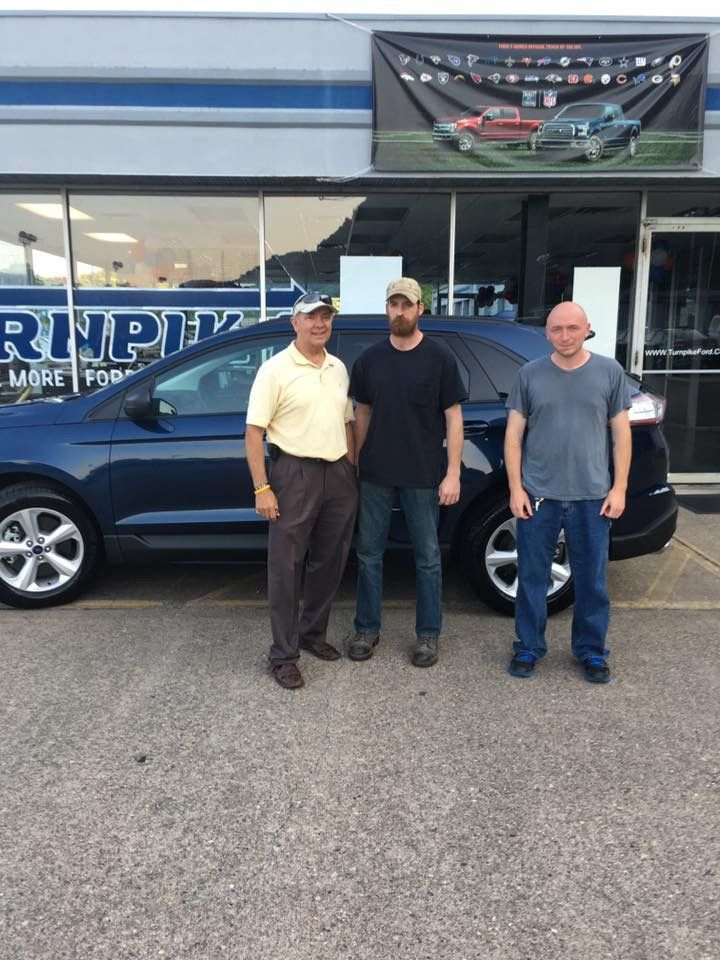 Jack Anderson & the Turnpike Team would like to thank Mr. Harless from Elkview WV for purchasing his new Ford Edge from us. We sincerely appreciate your business. 😉👍 #TurnpikeFord