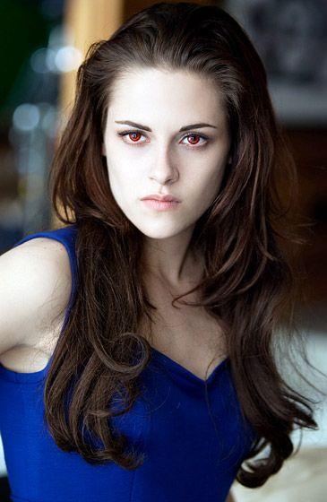 Kristen Stewart y Robert Pattinson en la saga Crepúsculo: Amanecer - Parte 2: Vampire Bella