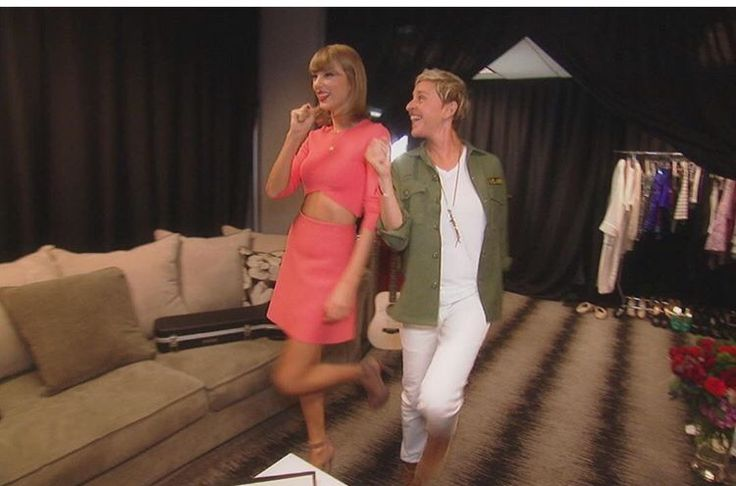 @theellenshow: Don't miss a lesson in being a pop superstar from backstage at @taylorswift's concert tomorrow. Taylor was such a good student....taylors on the ellen show today!!!