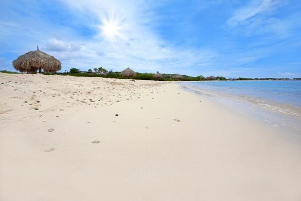 Pouco conhecidas, praias no Caribe preservam beleza rara:   4 - Rodgers Beach, na costa sul da ilha de Aruba, fica numa enseada com areia branca e fofa, excelente para caminhar molhando apenas os pés na água morna. Foto: Shutterstock.