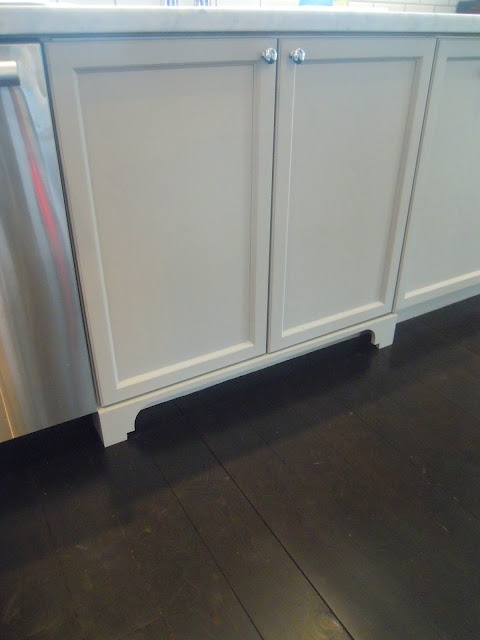 adding detail to toe-kickKitchens Remodeling, Kitchens Kickplate Ideas, Maine Floors, Kitchens Ideas, Kitchens Details, Kickplate Details, Dark Floors, White Cupboards, Kitchen Remodel