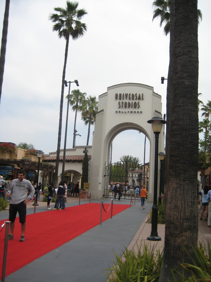 is universal studios busy on memorial day