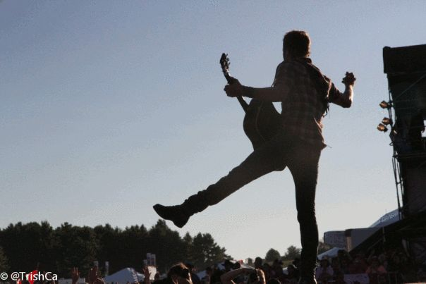 Dierks Bentley Plays Boots and Hearts 2013 [credit: Trish Cassling]