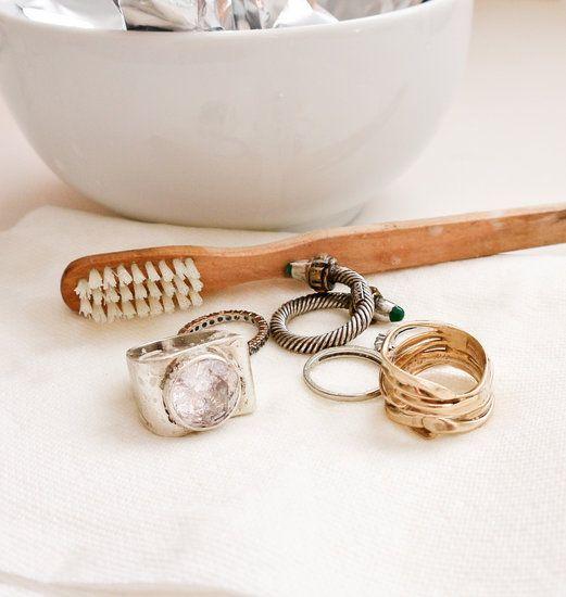 Trucs et astuces de grand mère ou comment désinfecter des bijoux. Des techniques facile à faire à la maison et par soi même.