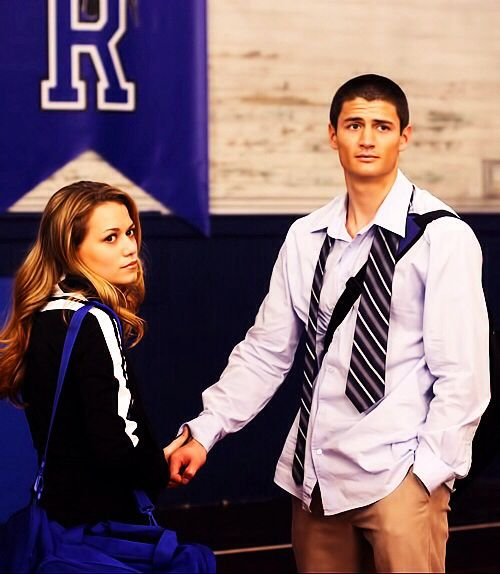 Naley | One Tree Hill. This is my favorite picture of them together ♥