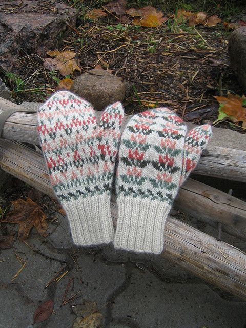 Ravelry: Project Gallery for Etelä-Pohjanmaan lapaset pattern by Traditional Finnish Design